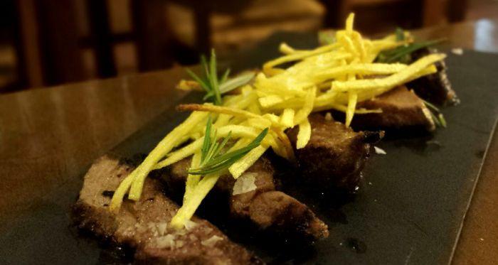 Presa ibérica con patatas paja en restaurante Danubio Alameda (Valencia)