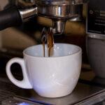 Bluebell Coffee, la cafetería de tercera generación llega a Valencia - El café se pesa