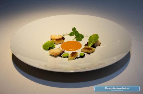 Raúl Resino Restaurante - Pulpo Polé, calcot, edamame, romesco, y migas negras