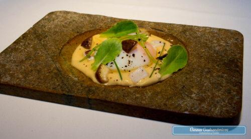 Raúl Resino Restaurante - Huevo, hummus, sepia, setas, y caldo dashi