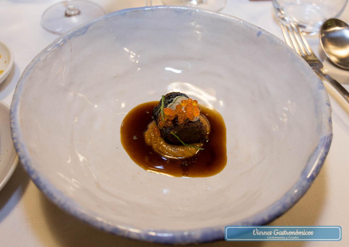 Maki de ternera guisada, romescu y mahonesa de anchoas - Restaurante Saiti